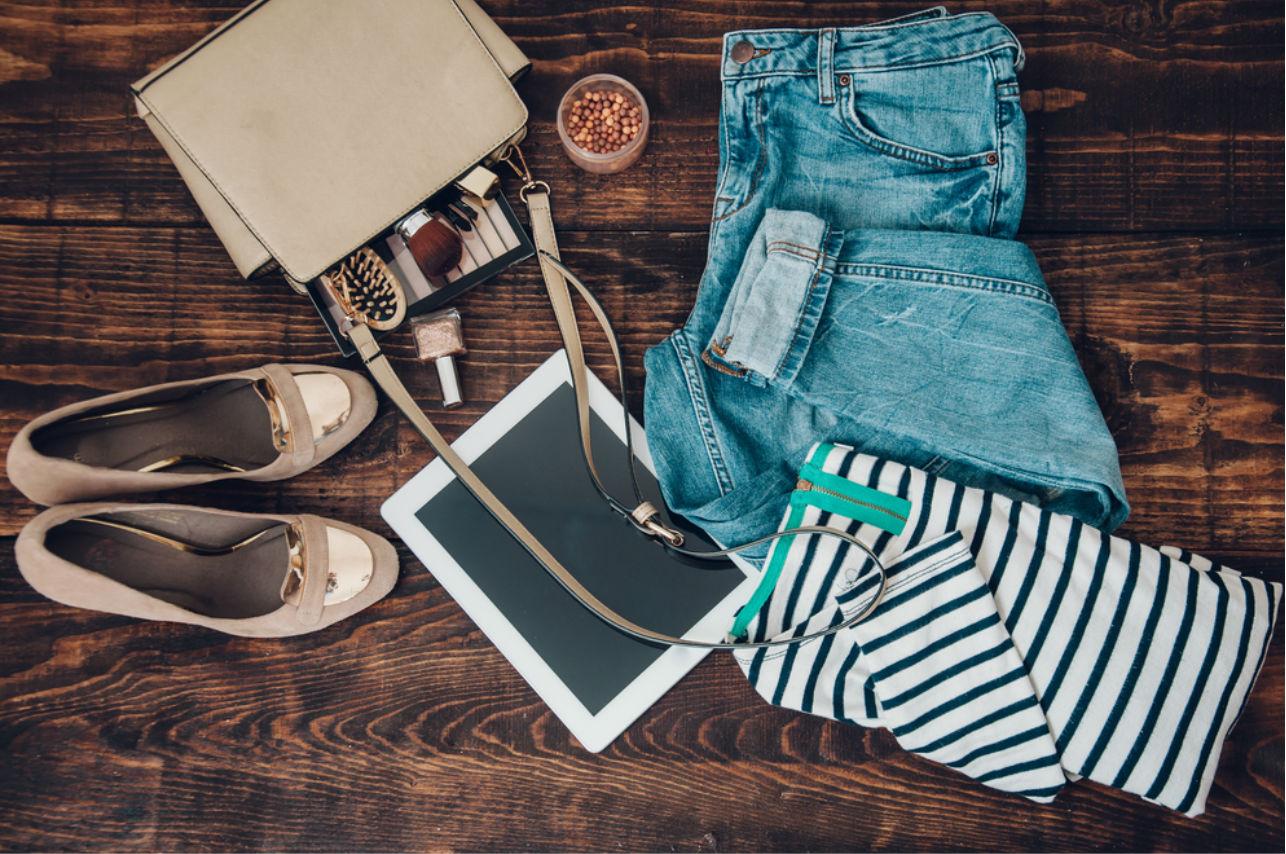 7 básicos que toda mujer inteligente debe llevar en la bolsa