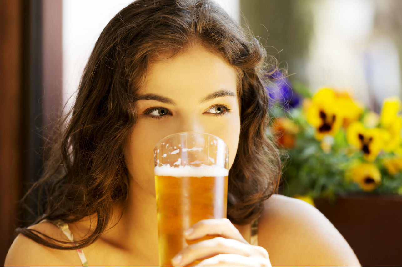 Desayunar cerveza es tan saludable como desayunar yogurt (según la ciencia)