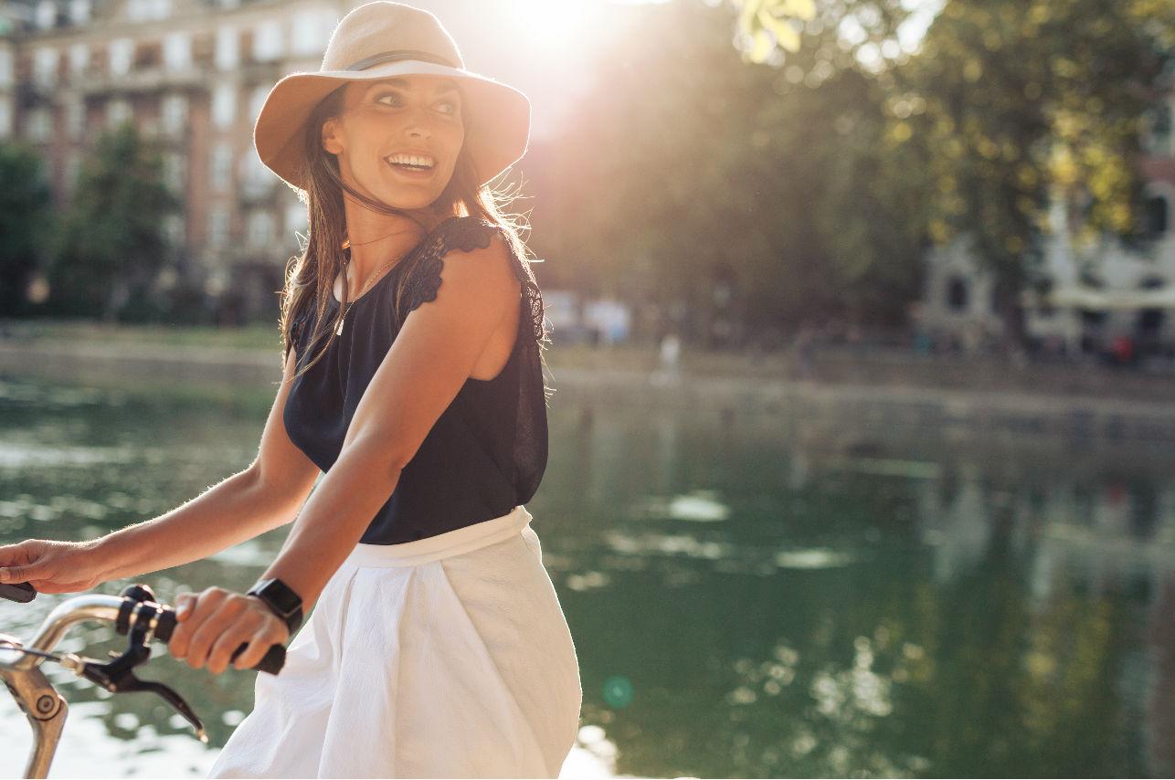 Pedaleando con estilo: accesorios que harán tus viajes en bici aún más cómodos