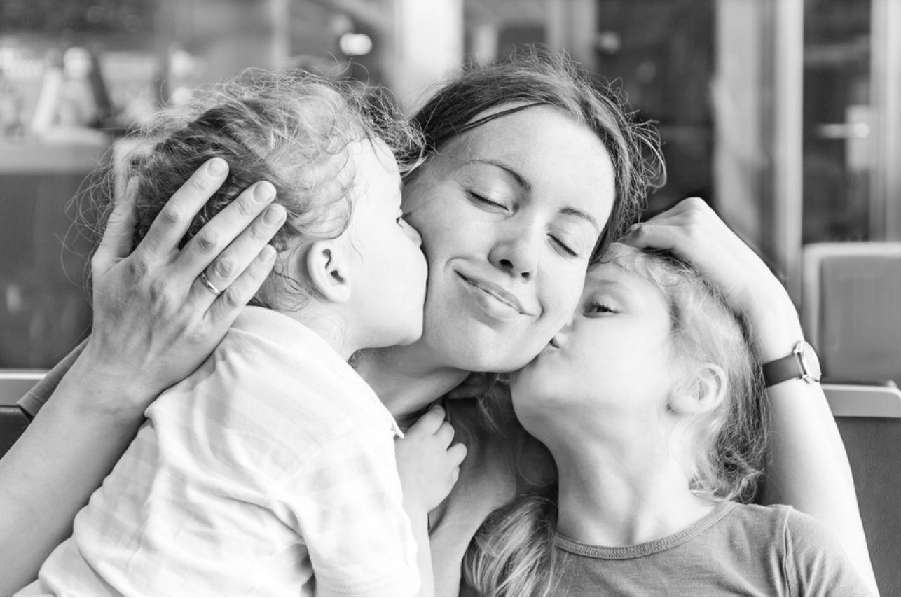Niños en guardería o al cuidado de su madre ¿Cómo son más felices?