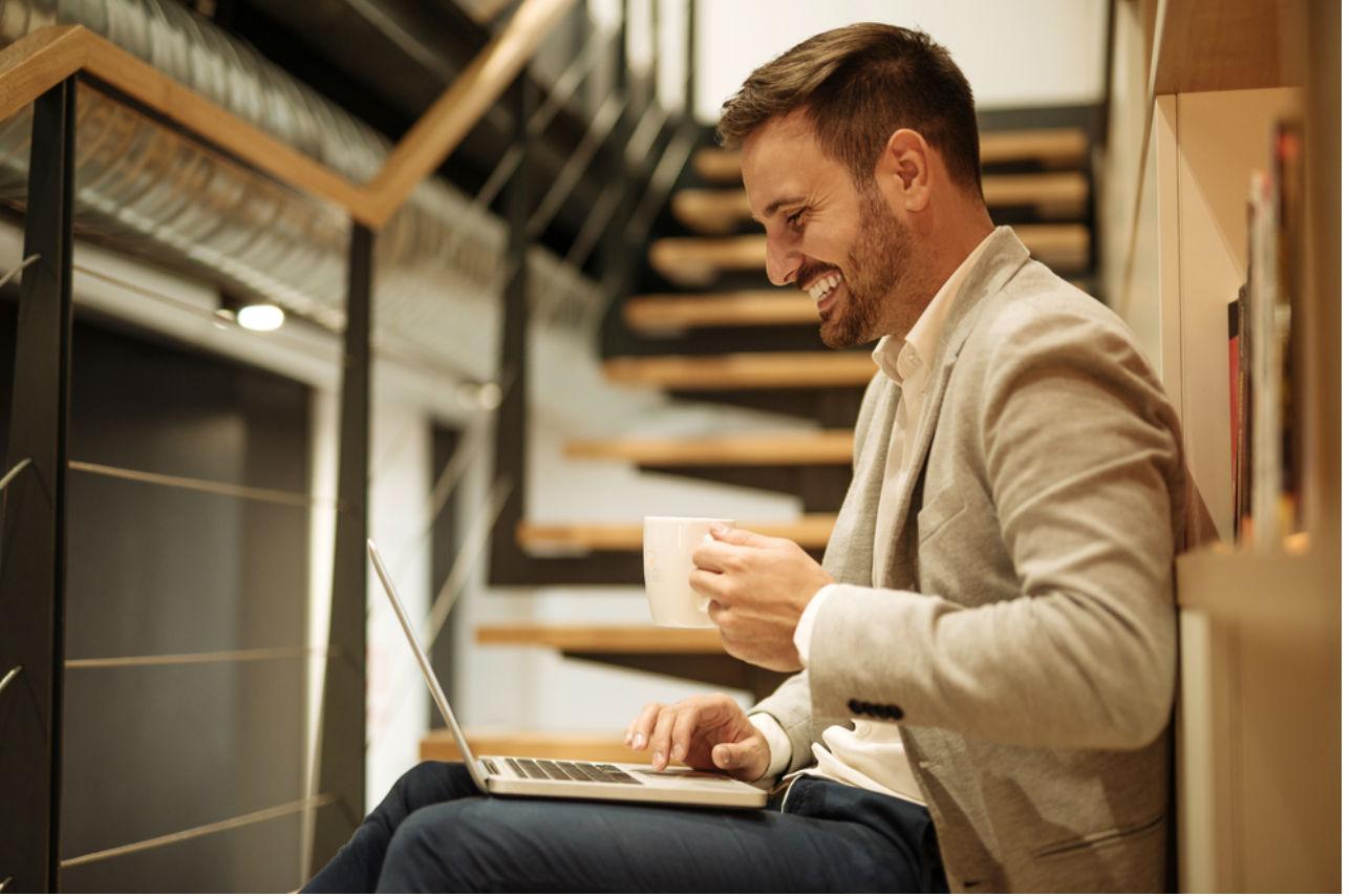 A los hombres les perjudica ser guapos en el campo laboral