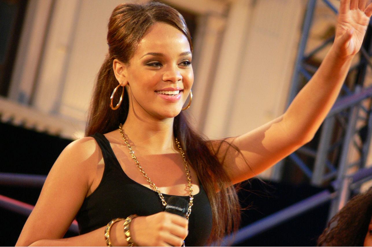Rihanna le manda tweets a los líderes del mundo para que apoyen la educación