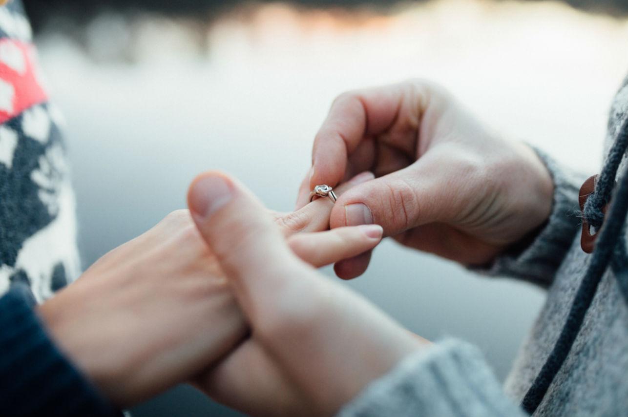 Ellos demuestran que se puede pedir matrimonio en cualquier lugar