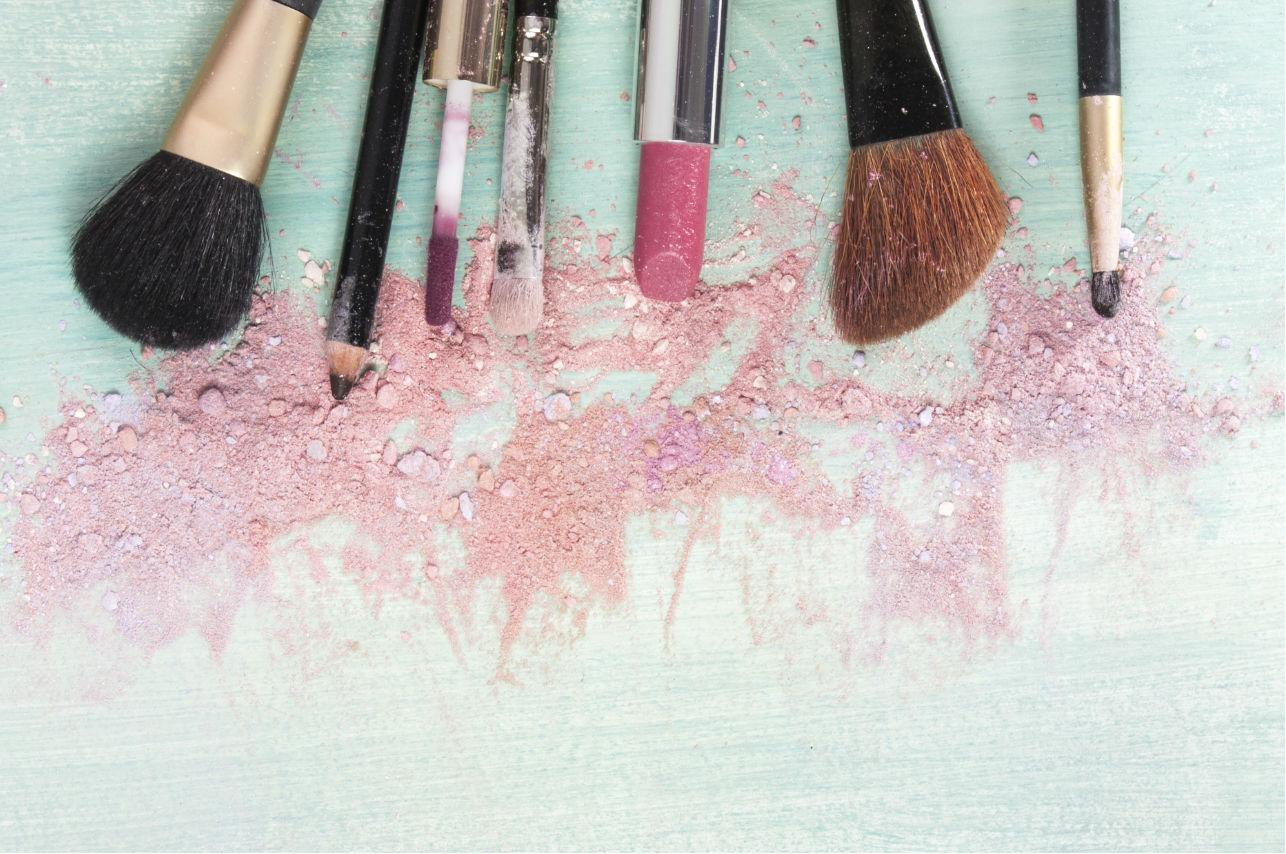 Esta es la forma más fácil (y correcta) de limpiar tus brochas de maquillaje