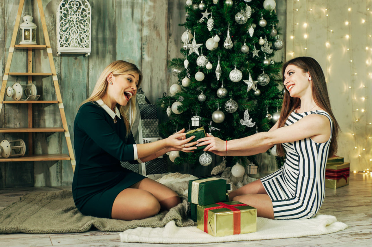 Lo que sí y lo que no debes hacer al comprar tus regalos de intercambio