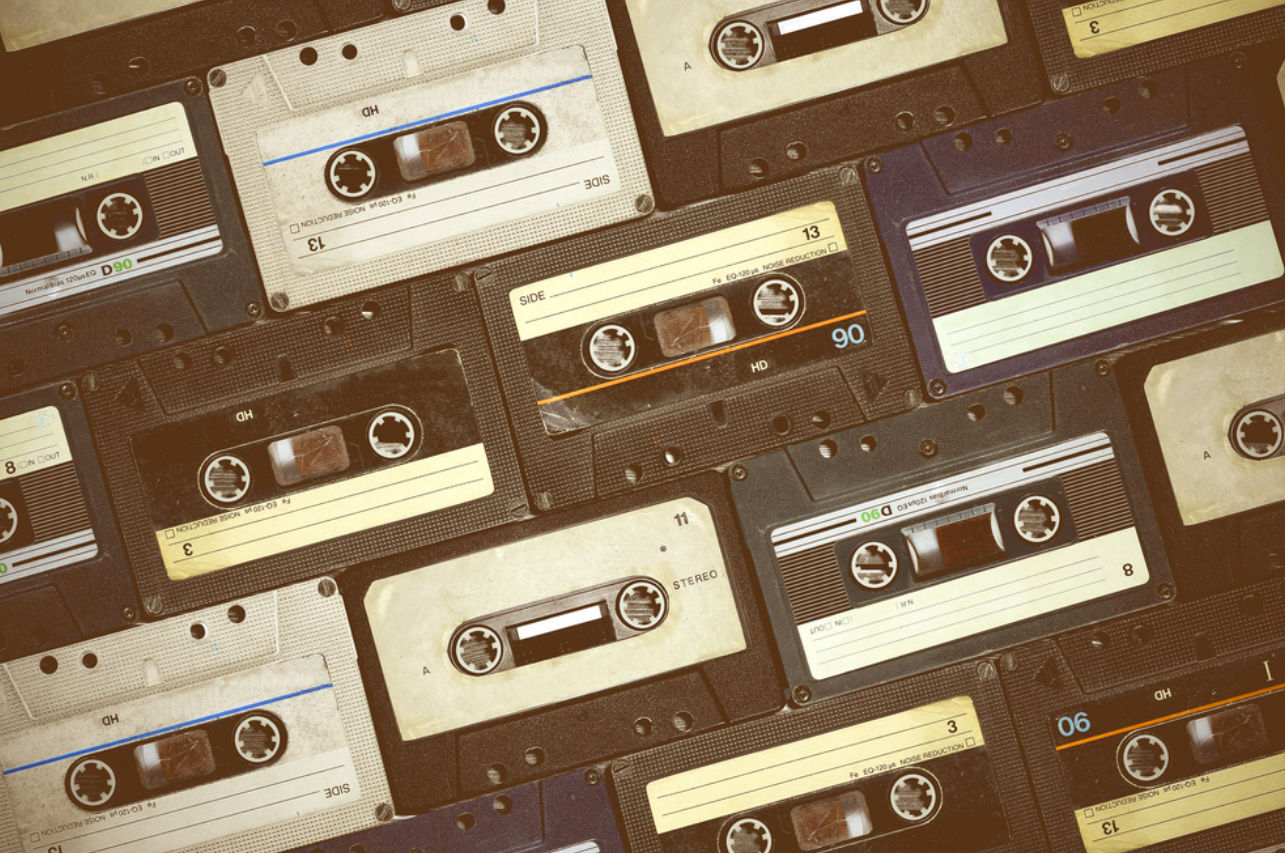 7 canciones que te llevarán de viaje a tu época de secundaria (si tienes 30 y más)