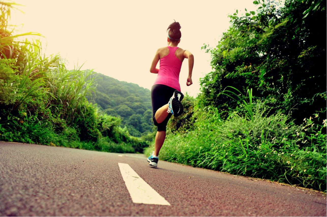 Hacer ejercicio en el frío te ayuda a bajar de peso (más rápido)