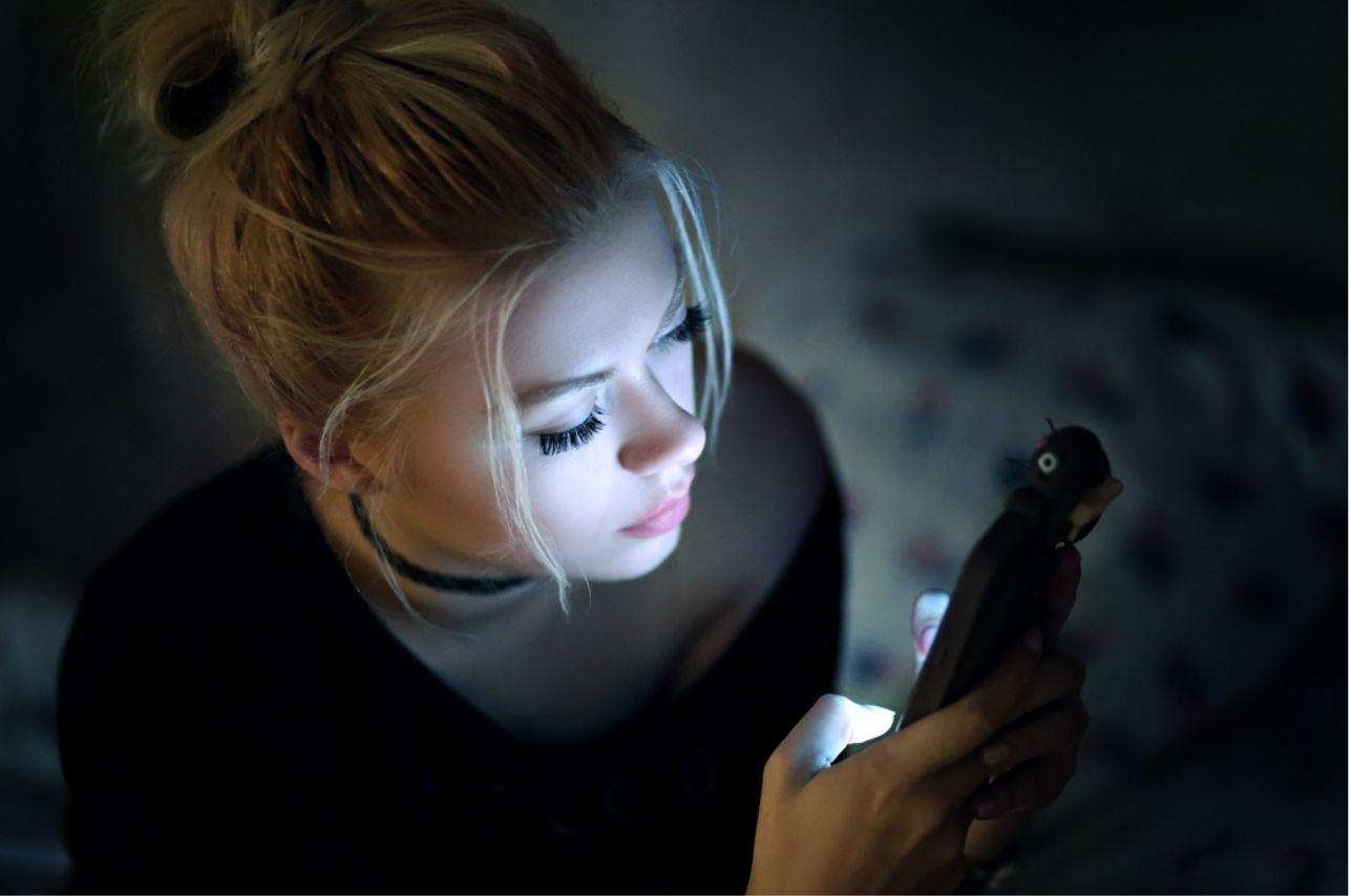 Razones para dormir con el celular lejos de ti