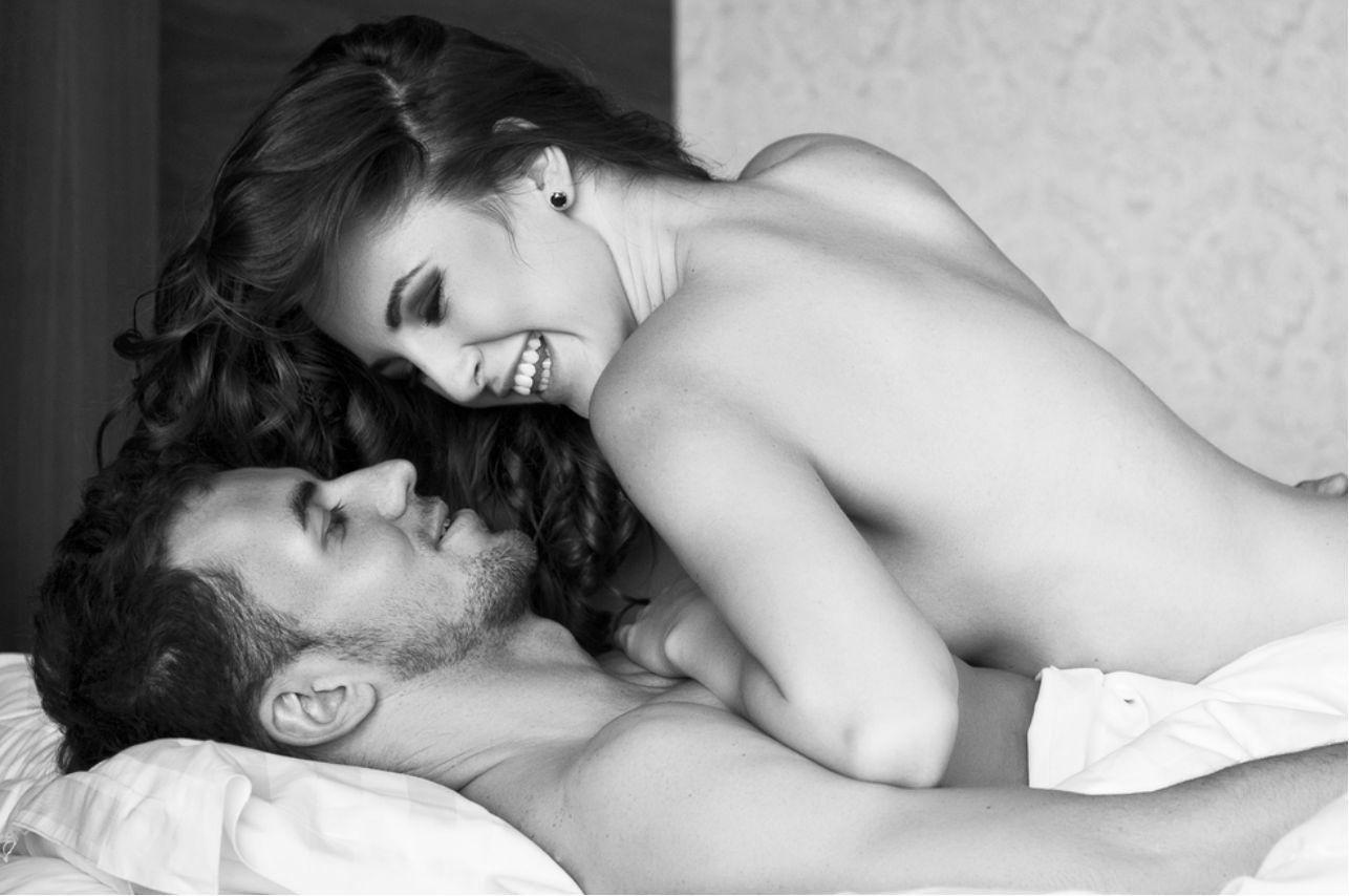 La razón por la cual los hombres dan nalgadas al hacer el amor (según expertos)