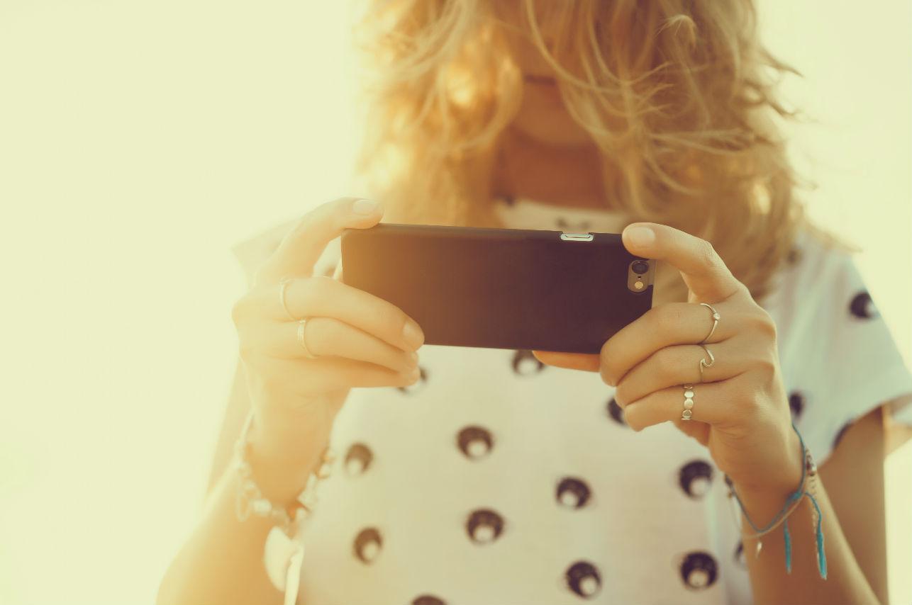7 cosas que te dirán que él coquetea con otras por mensajes