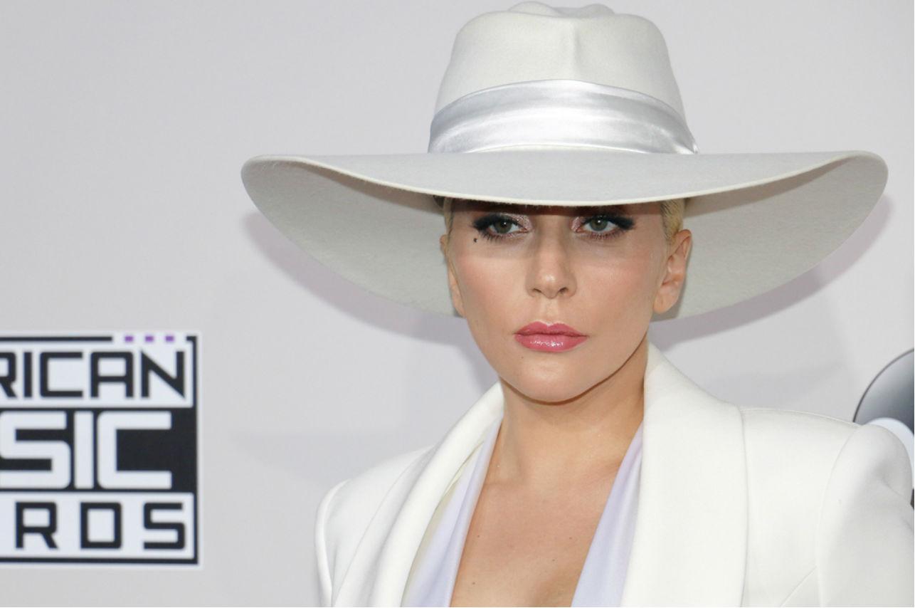 Kylie Minogue lanza cover de «Marry The Night» de Lady Gaga