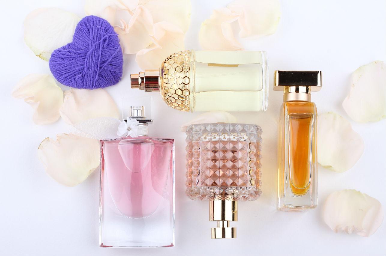 ¡No más equivocaciones! Esta es la manera correcta de ponerte perfume