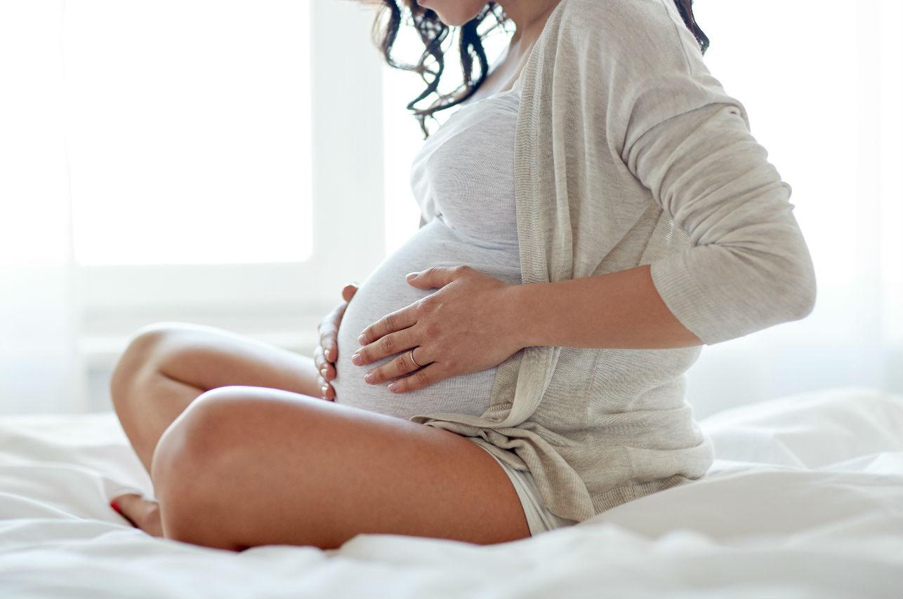 Estos son los cosméticos que debes evitar durante el embarazo