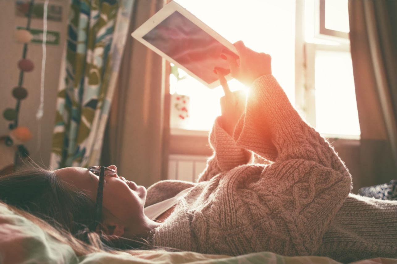 7 mensajes que manda un hombre que se la pasó bien en la cama