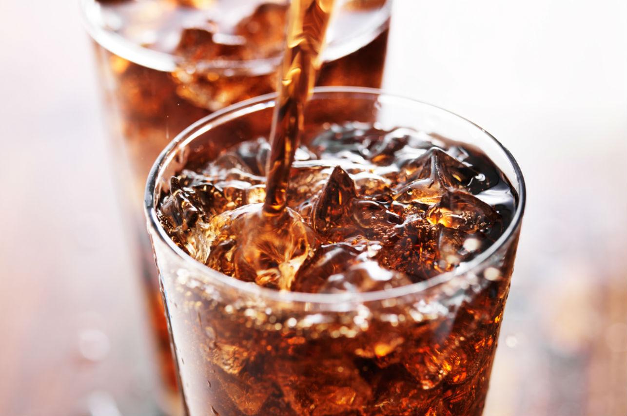 Estos son los riesgos de excederte con algunas de tus bebidas favoritas