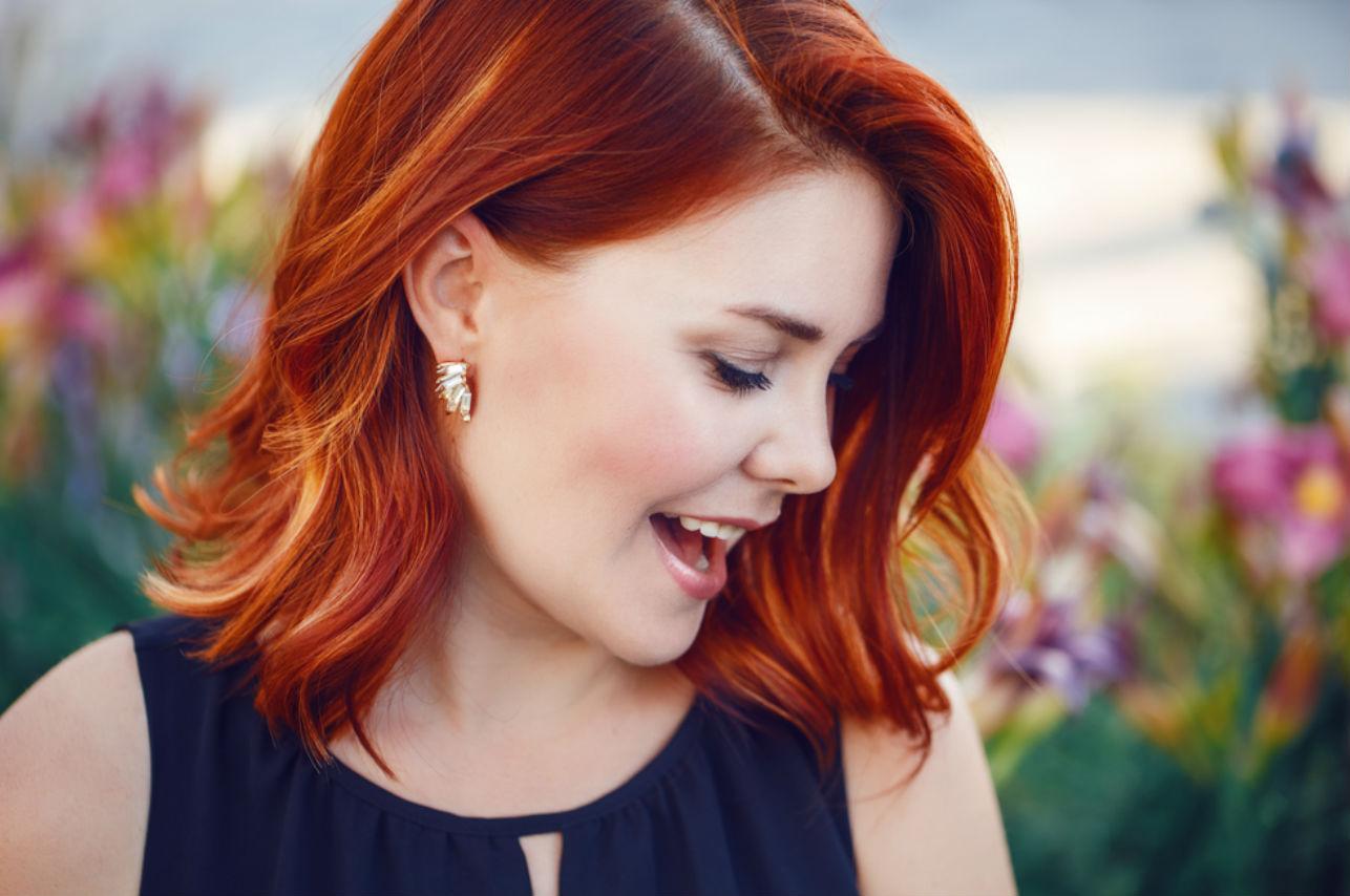 perforación trabajadora sexual cabello rojo