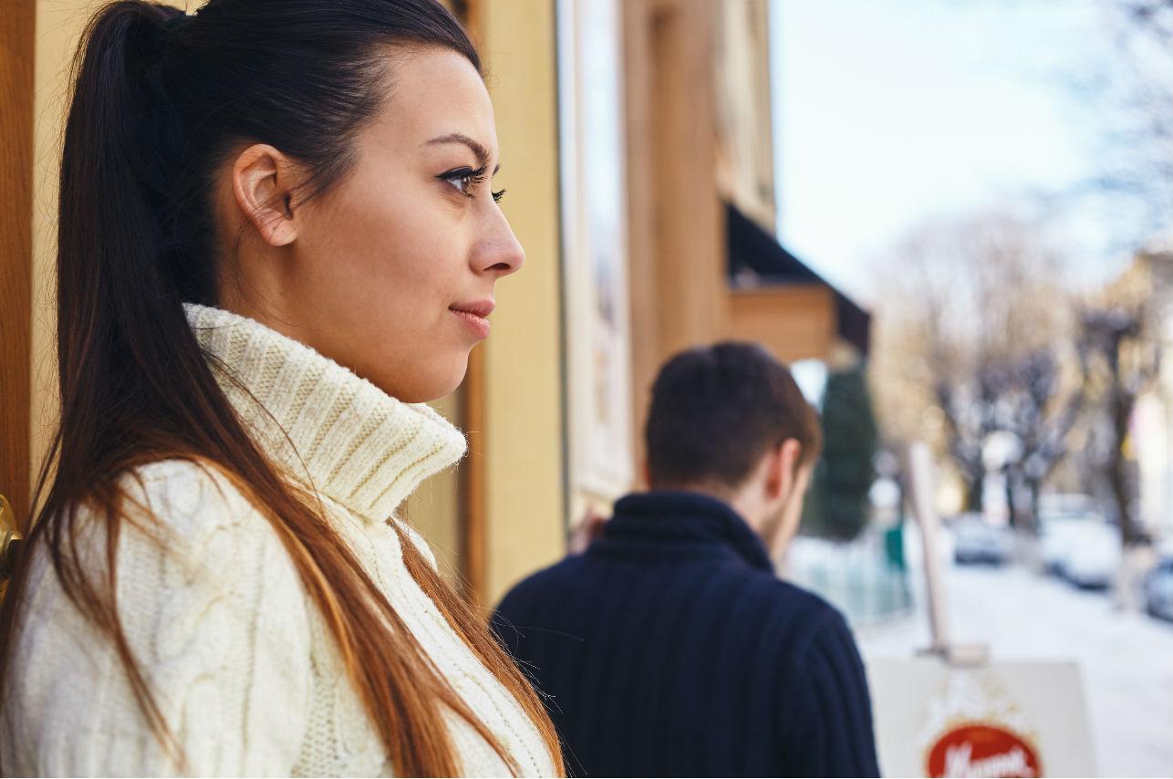 5 señales inminentes de que tu pareja es posesiva