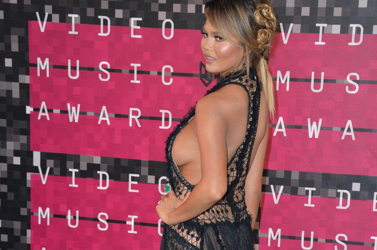 Side boob: el nuevo escote que seduce a las celebrities