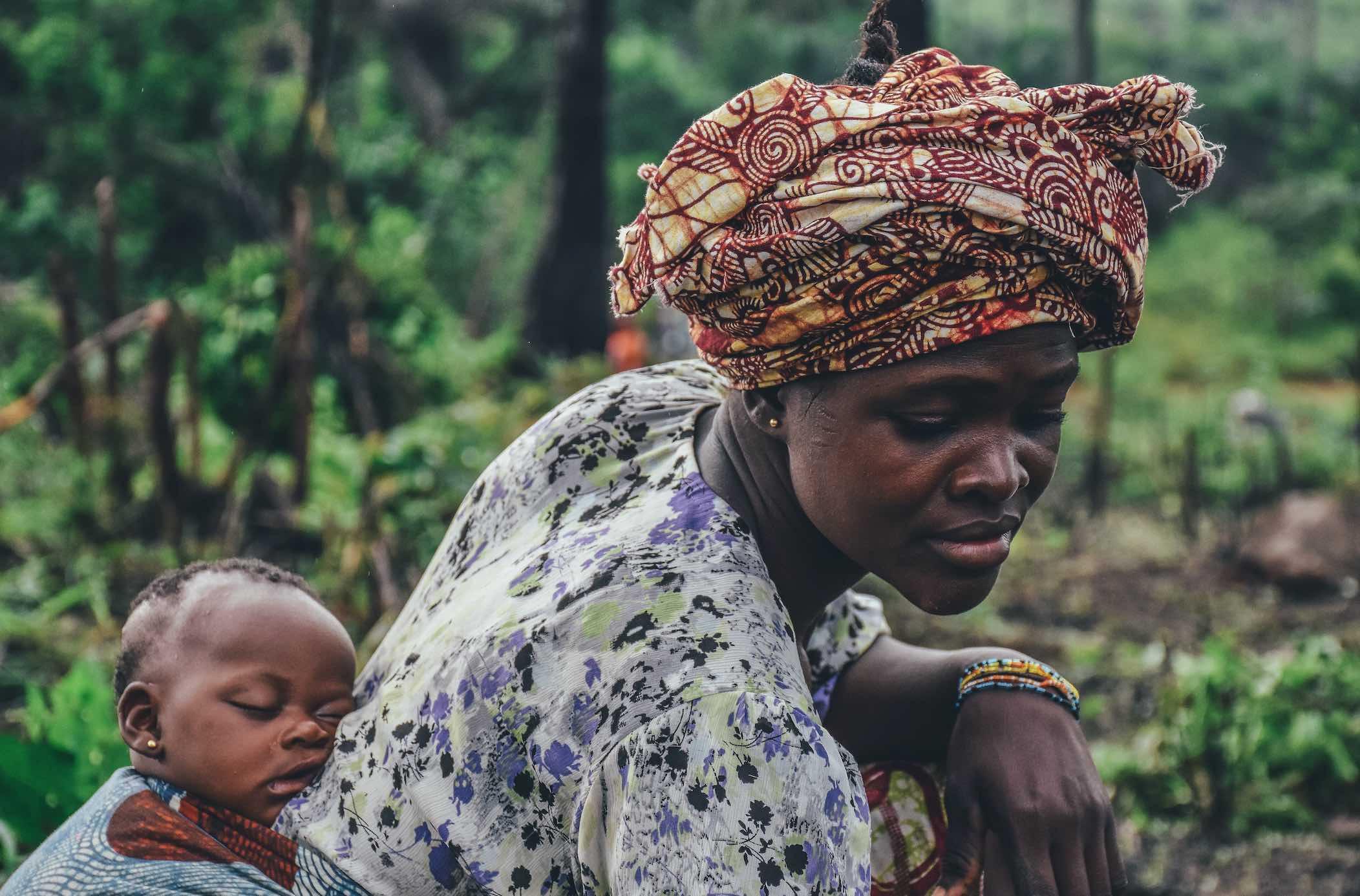 ¿Qué es la mutilación genital femenina y por qué sigue sucediendo?