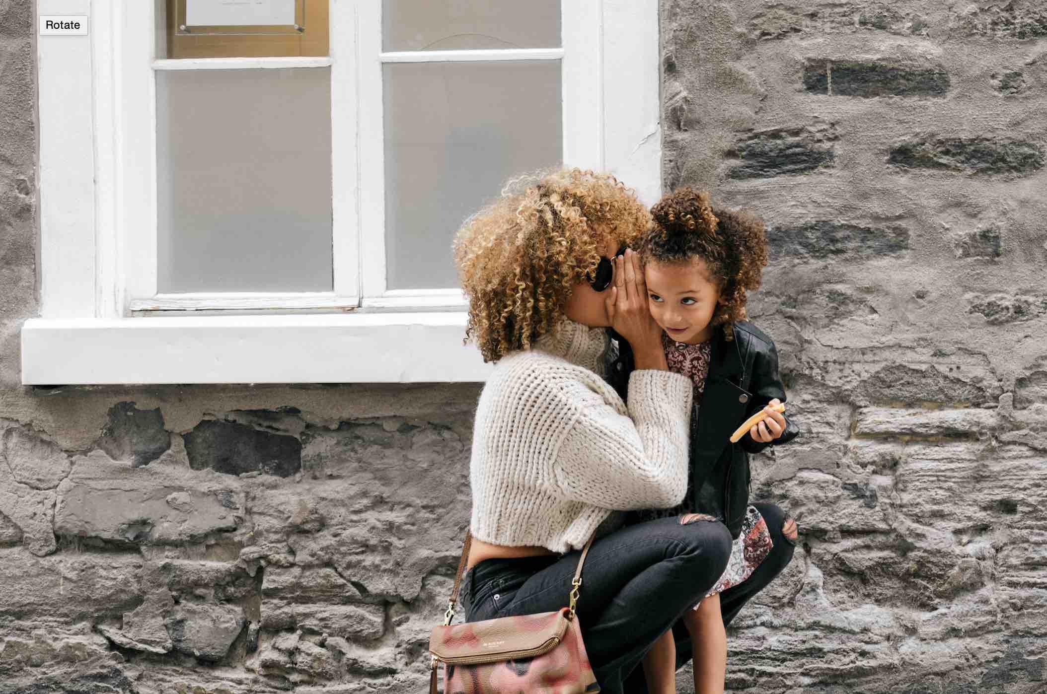 Por qué debes tener cuidado con las conversaciones adultas enfrente de tus hijos