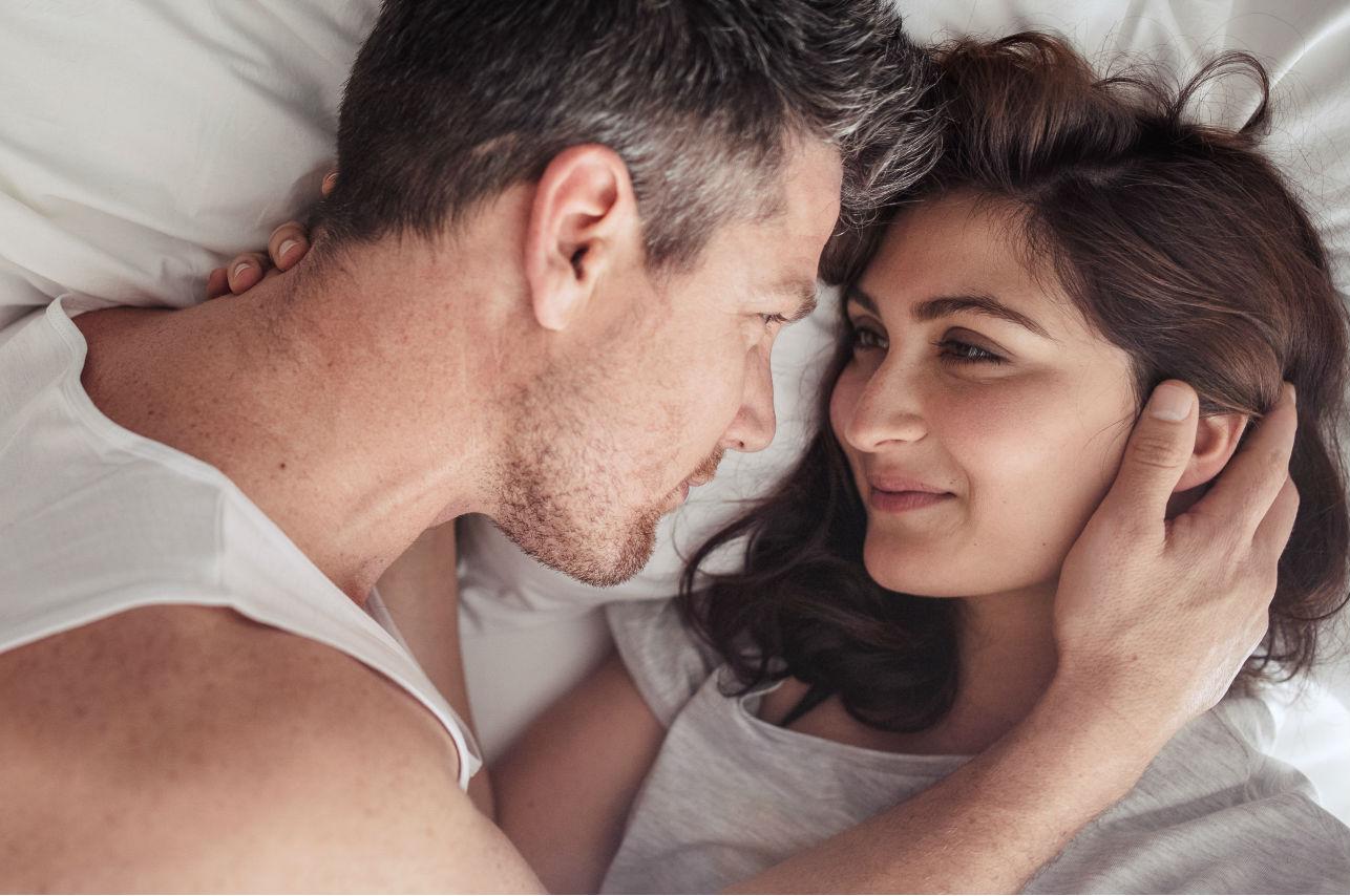 8 cosas que debes evitar pensar para disfrutar en serio tu noche de pasión
