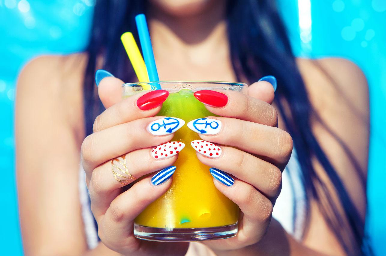 Decora tus uñas: los 15 diseños que deberás llevar este verano