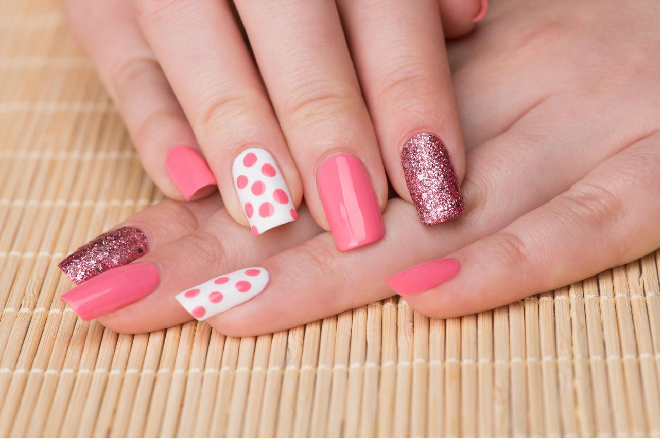 Esta es la forma correcta de pintarte las uñas