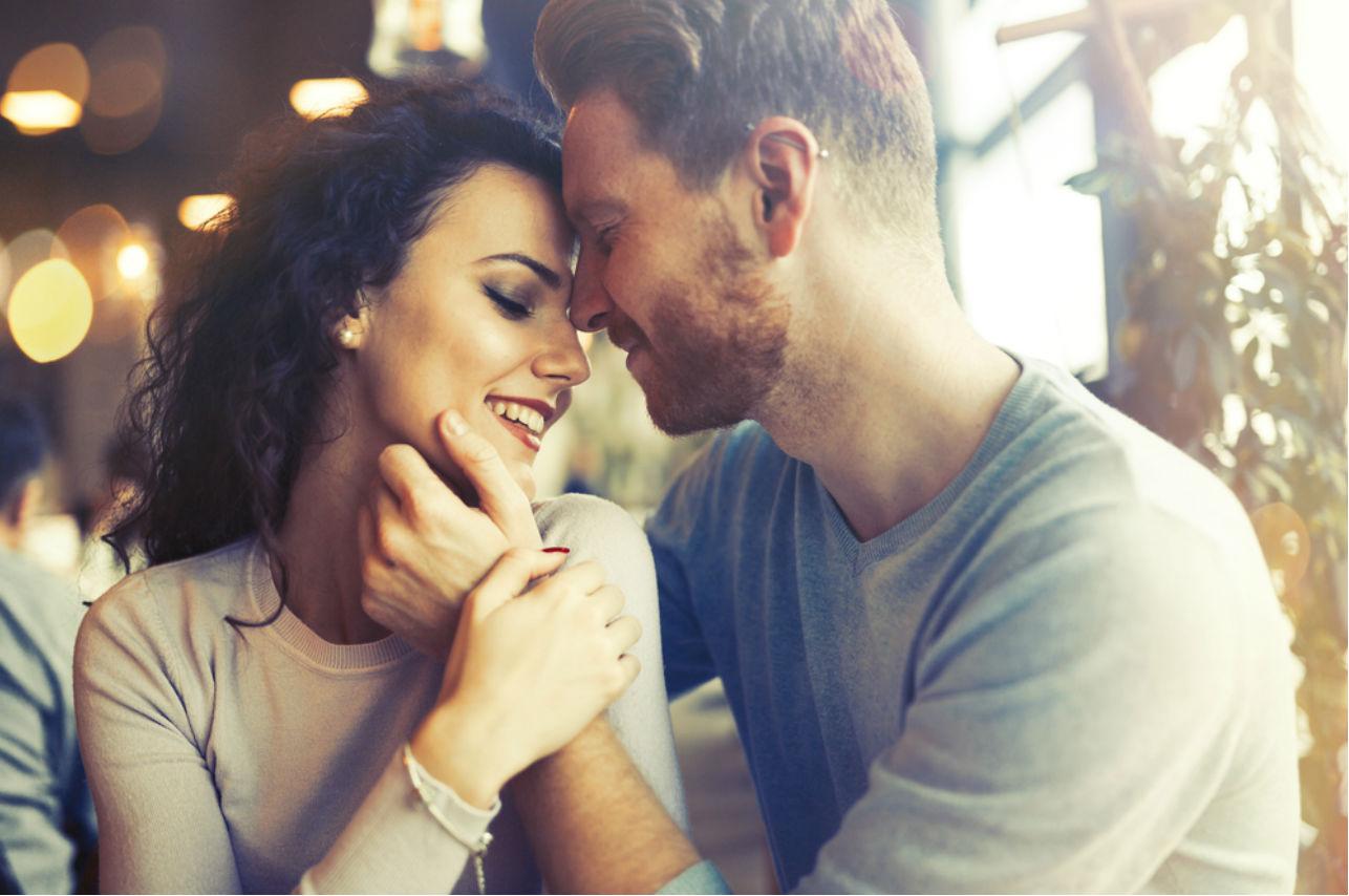 Las 8 cosas que él adora de ti y lo enamoran más que una buena noche