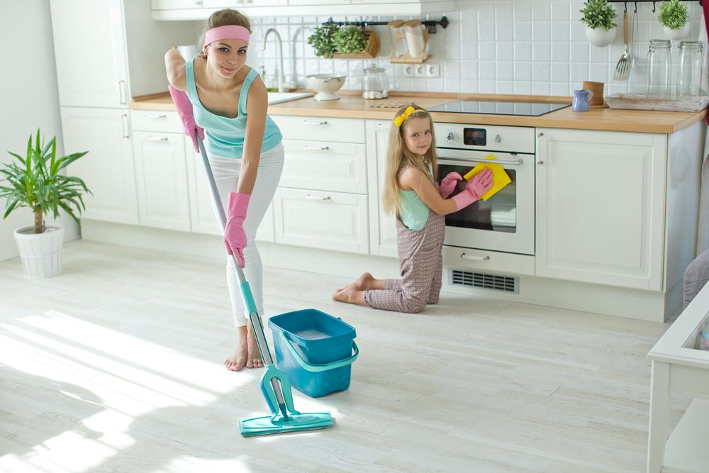 Esta es la razón por la que tus hijos te deben ayudar con las tareas del hogar