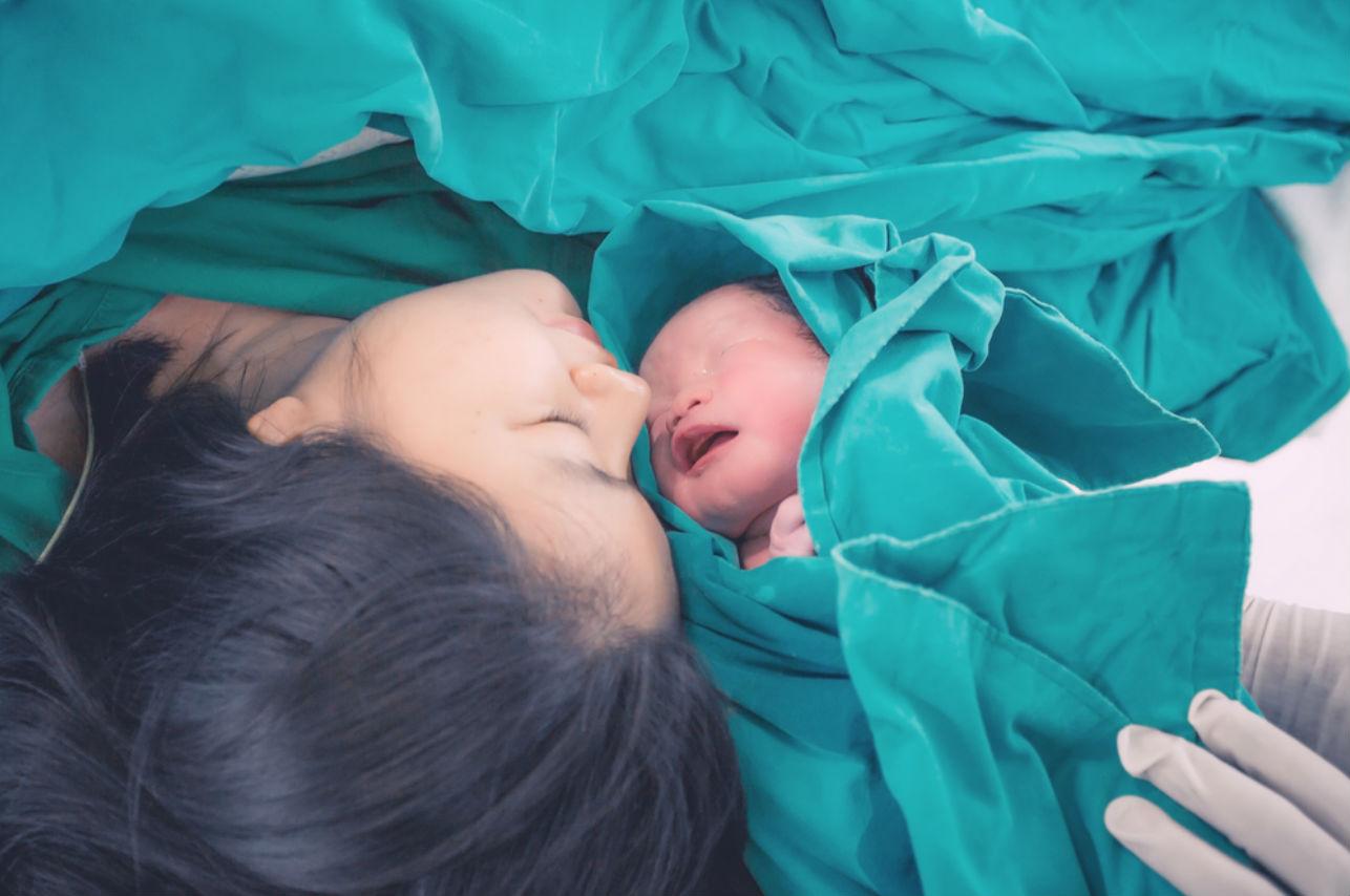 Científicos elaboraron el playlist ideal para el momento del parto