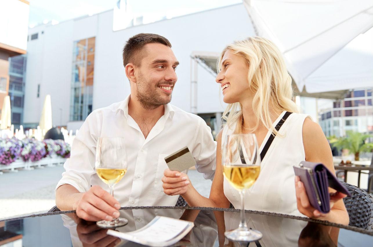 3 formas para negociar la cuenta en una cita
