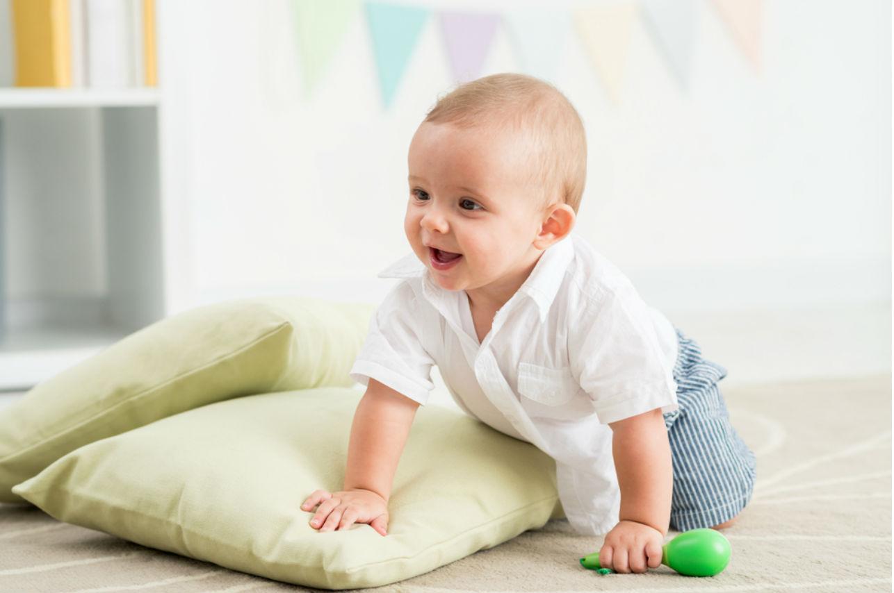 Así puedes ayudar a tu bebé para que empiece a gatear