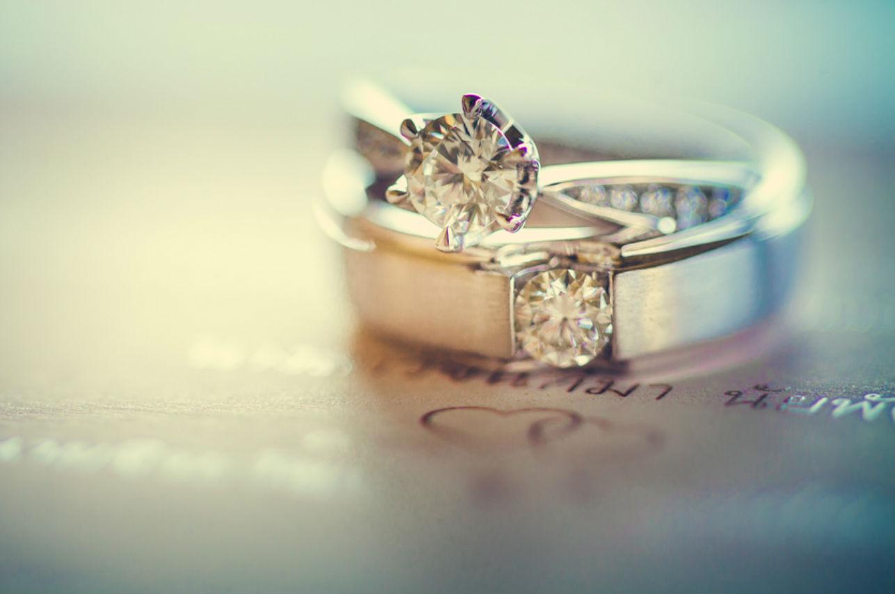4 razones por las que los hombres también deberían usar anillo de compromiso