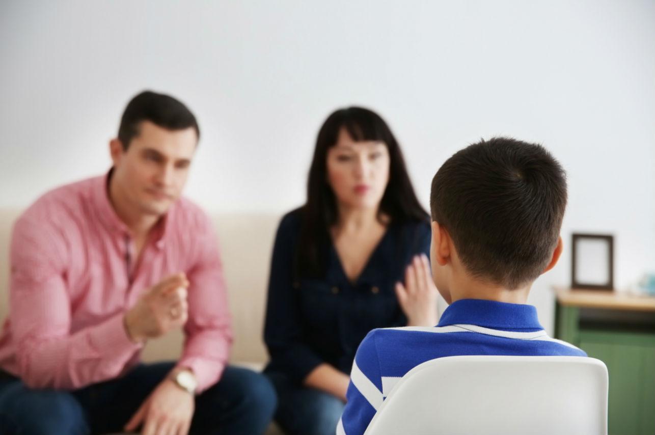 El polémico castigo de un padre a su hijo por molestar a sus compañeros