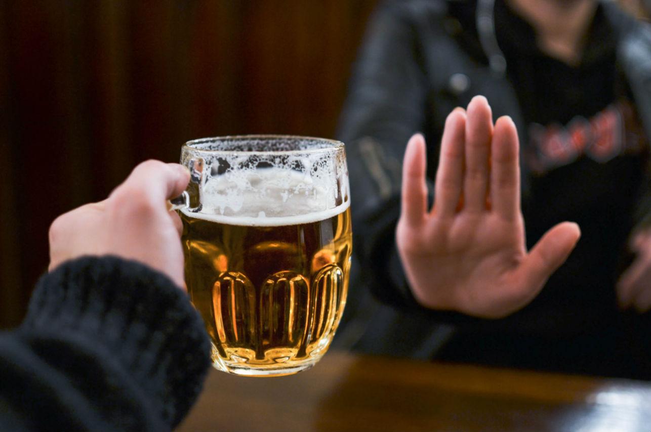 Esto le pasa a tu cuerpo si tomas alcohol después de vacunarte contra el covid-19