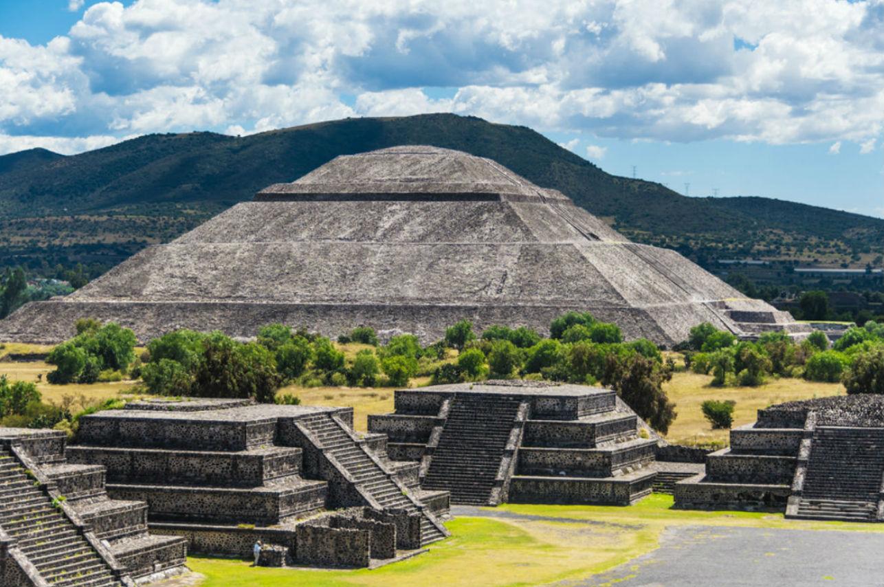 """Teotihuacán presenta su """"noche mágica"""" para celebrar el amor"""