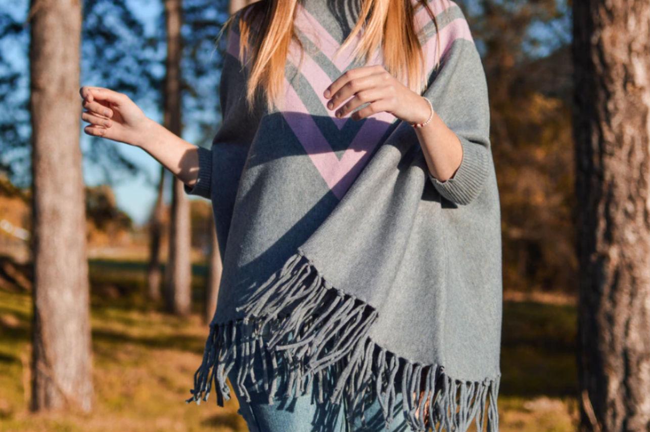 Los 12 mejores tips para usar ponchos en invierno (no querrás quitártelo)