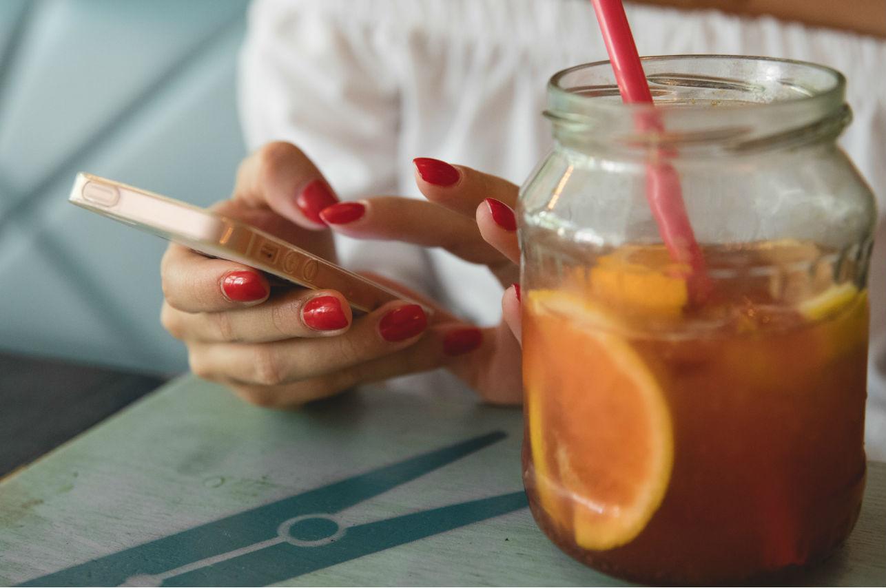 El raro diseño de uñas que pensarás 2 veces ponerte ¿te atreverías?