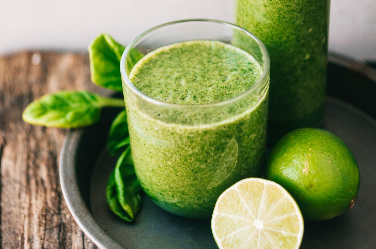 Este es el jugo verde que le alegrará la vida a tus intestinos