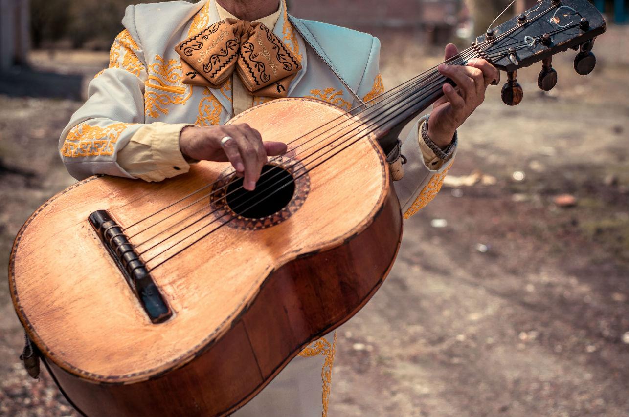 Carlos Rivera no participará en los Latin Grammy y anuncia dueto con Maluma